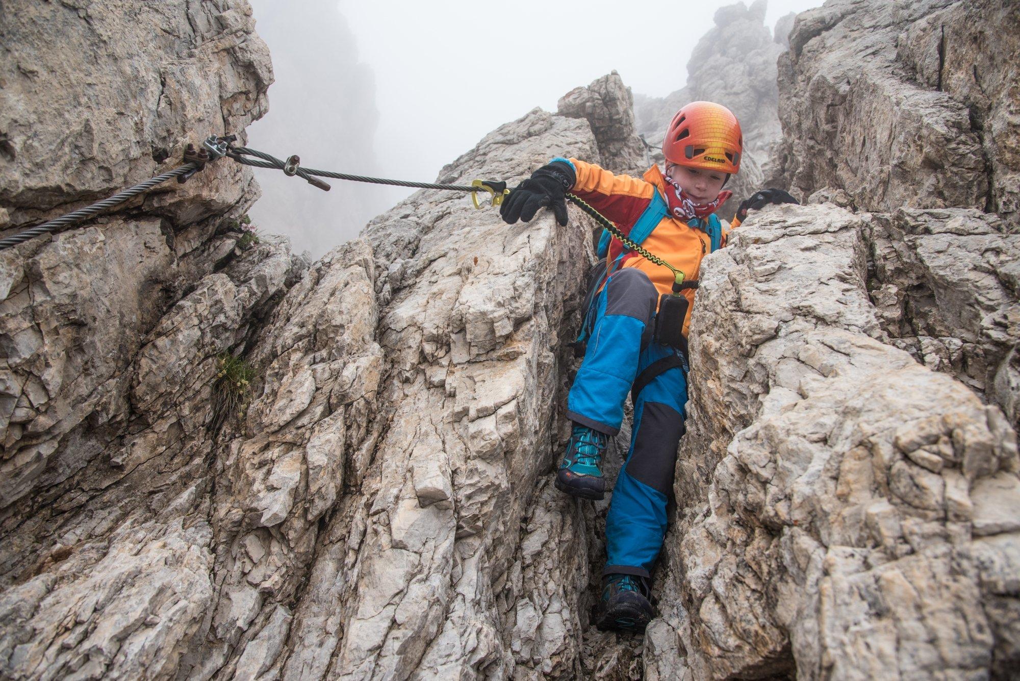 dolomiten  mit kind auf den klettersteigen der brenta